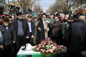 عکس/ اقامه نماز بر پیکر شهید خلبان رحمانی