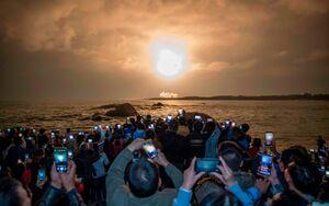 تصویری جالب از لحظه پرتاب موشک در چین