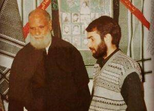 مسعود ده نمکی در کنار پدر شهید +عکس