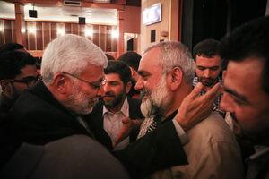 عکس/ شهید ابومهدی المهندس در آغوش سردار نقدی