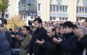 عکس/ پیراهن مشکی بر تن نمازگزاران تهران