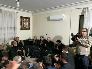 حضور جمعی از مسئولین در منزل شهید «حاج قاسم سلیمانی»