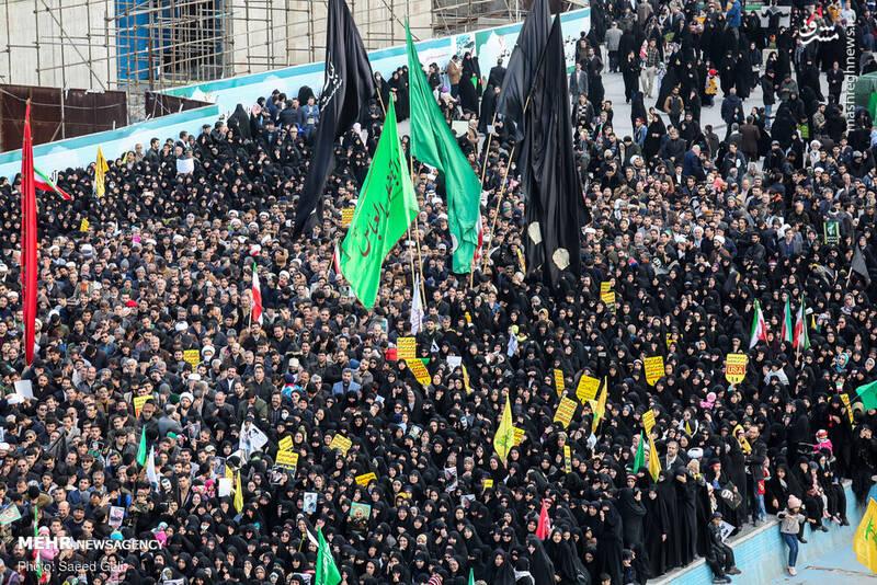 راهپیمایی مردم مشهد در پی شهادت سردار سلیمانی