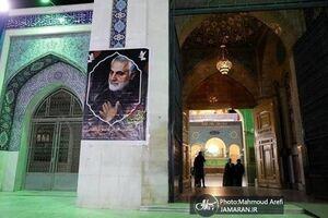 عکس/ تصویر شهید قاسم سلیمانی در حرم حضرت زینب (س)