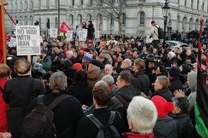 تظاهرات مردم انگلیس علیه اقدامات آمریکا