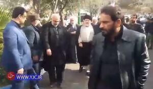 فیلم/ حضور نماینده آیتالله سیستانی در منزل شهید سلیمانی