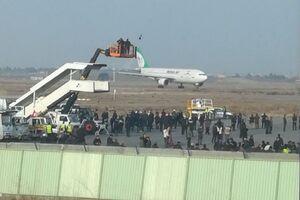 هواپیما حامل شهدای محور مقاومت وارد فرودگاه مشهد شد