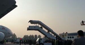 فیلم/ پیکر شهید سلیمانی وارد فرودگاه مشهد شد