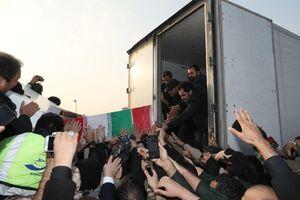 فیلم/ خودروی حامل پیکر مطهر شهدا در مشهد