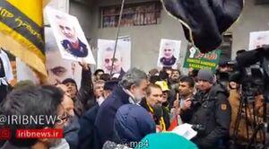 فیلم/ تجمع مردم ترکیه مقابل کنسولگری آمریکا