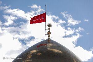 عکس/ پرچم نیمه برافراشتهی حرم حضرت زینب(س)