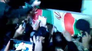 فیلم/ لحظه انتقال حاج قاسم به هواپیما جهت اعزام به تهران