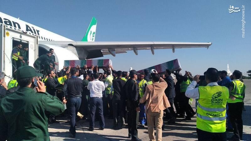 پیکرهای مطهر شهدا به پرواز اهواز - مشهد منتقل شد