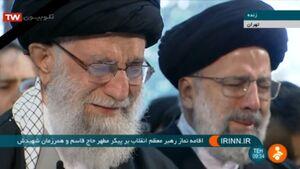 رهبر انقلاب نماز را بر پیکر شهیدان مقاومت اقامه کردند