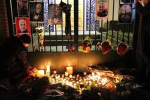 ادای احترام به شهید سلیمانی مقابل سفارت ایران در «لاهه»