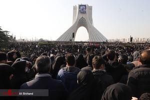 تصویر پانوراما از سیل جمعیت در میدان آزادی
