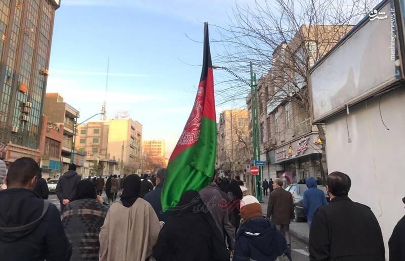 حضور مهاجرین افغانستانی در مراسم تشییع شهید حاج قاسم سلیمانی و همرزماناش