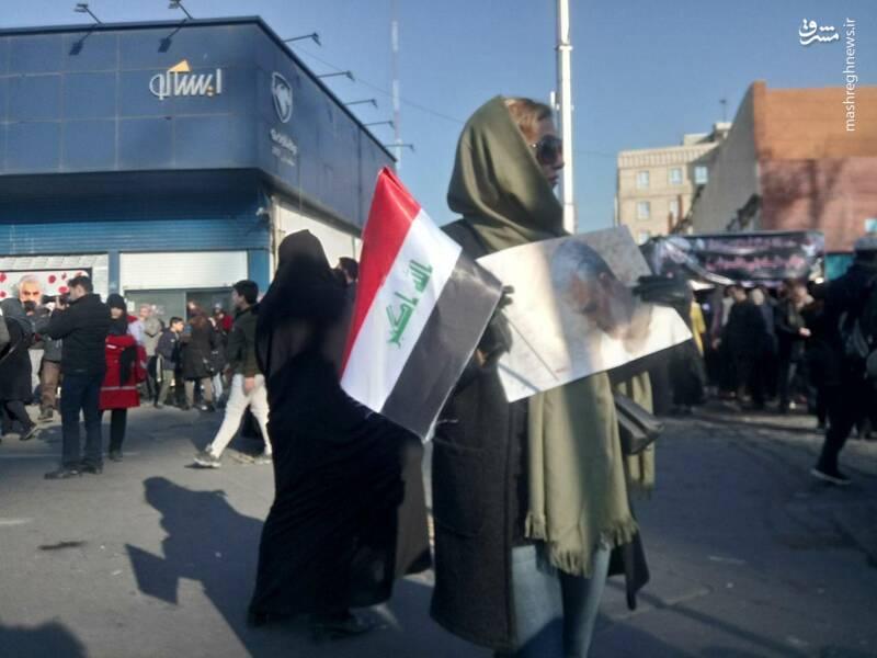 پرچم عراق در دست مردم تهران