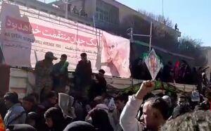 فیلم/ خودرو حمل پیکر شهیدان سلیمانی و پور جعفری