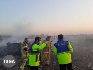 عکس/ امدادگران در محل سقوط هواپیمای اوکراینی