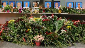 تقدیم گل به یاد کشته شدگان اوکراینی