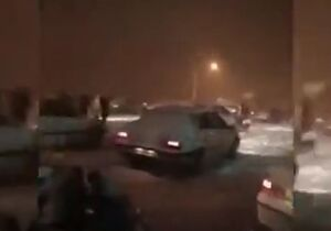 فیلم/ گرفتار شدن صدها خودرو در کولاک