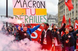 ادامه تظاهرات علیه سیاستهای ماکرون در فرانسه