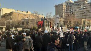 دانشجویان در تجمع مقابل سفارت: سفیر لندن را اخراج کنید