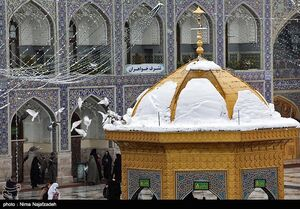 بارش برف در حرم مطهر امام رضا (ع)