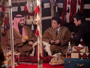 عکس/ دیدار متفاوت بن سلمان با نخست وزیر ژاپن