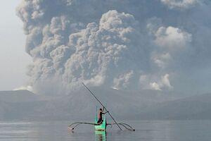 """آتشفشان در حال فوران """" تال"""" در فیلیپین"""