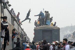 عکس/ ازدحام جمعیت در ایستگاه راه آهن بنگلادش