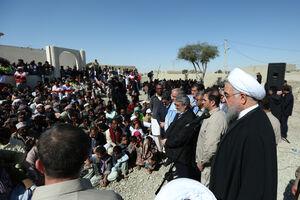 روحانی در جمع مردم روستای سیلزده کلانی