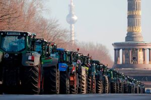 ادامه اعتصاب کشاورزان آلمانی با تراکتور