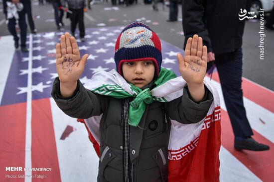 فیلم/ شعارهای جالب یک کودک در مصلای تهران