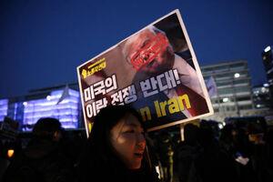 عکس/ اعتراض مردم کره جنوبی به حماقت ترامپ