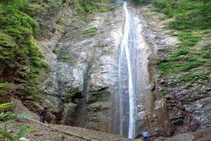 عکس/ آبشاری زیبا در دل جنگلهای تالش