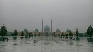 مه صبحگاهی در مسجد مقدس جمکران