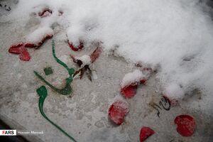عکس/ بارش برف در گلزار شهدای بهشت زهرا(س)