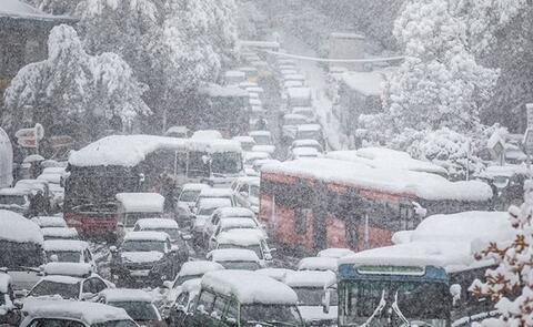 """فیلم/ """"برف"""" باز هم شهرداری را غافلگیر کرد"""