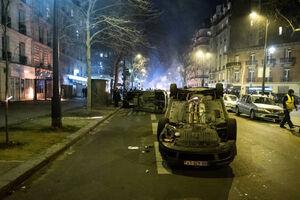 عکس/ ماشینهای چپ شده در تظاهرات فرانسویها