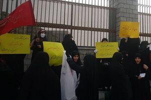 مطالبه ادامهدار مردم از نمایندگانشان برای اخراج سفیر انگلیس +عکس