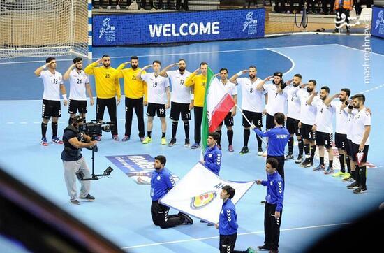 فیلم/ سلام نظامی به پرچم ایران در خاک کویت