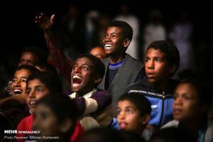 عکس/ شاد کردن دل بچههای سیستان و بلوچستان