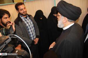 عکس/ حجتالاسلام رئیسی در جمع خانوادههای معظم شهدا