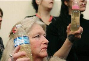 فیلم/ تجویز خوردن مایع سفیدکننده برای درمان کرونا!