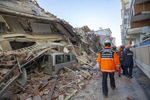 عکس/ ساختمان ویرانشده در زلزله ترکیه