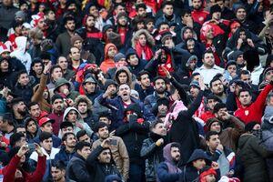 باران سنگ در ورزشگاه آزادی/ هواداران تبریزی به خبرنگاران هم رحم نکردند +عکس