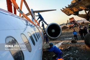 عکس/ عملیات جابهجایی هواپیمای سانحهدیده ماهشهر
