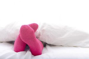 آثار مفید خوابیدن با جوراب
